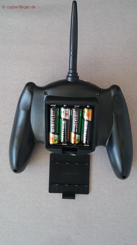 4 AA-Batterien kommen in die Funke