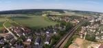 Über der Bahntrasse